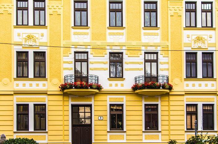 renovación de la fachada de un piso señorial que necesita licencia de obras para realizar reformas